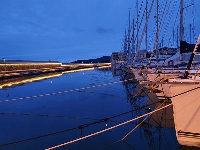 port faviere bateau soir